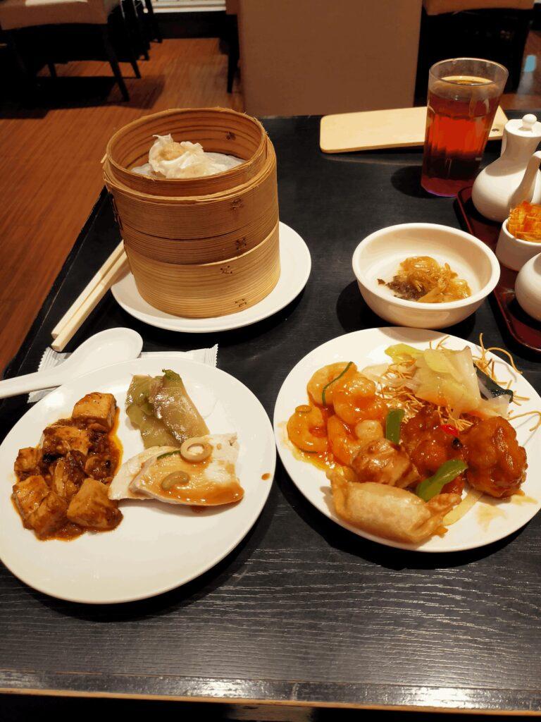 香港蒸龍-お粥,蒸し鶏,麻婆豆腐,ザーサイ