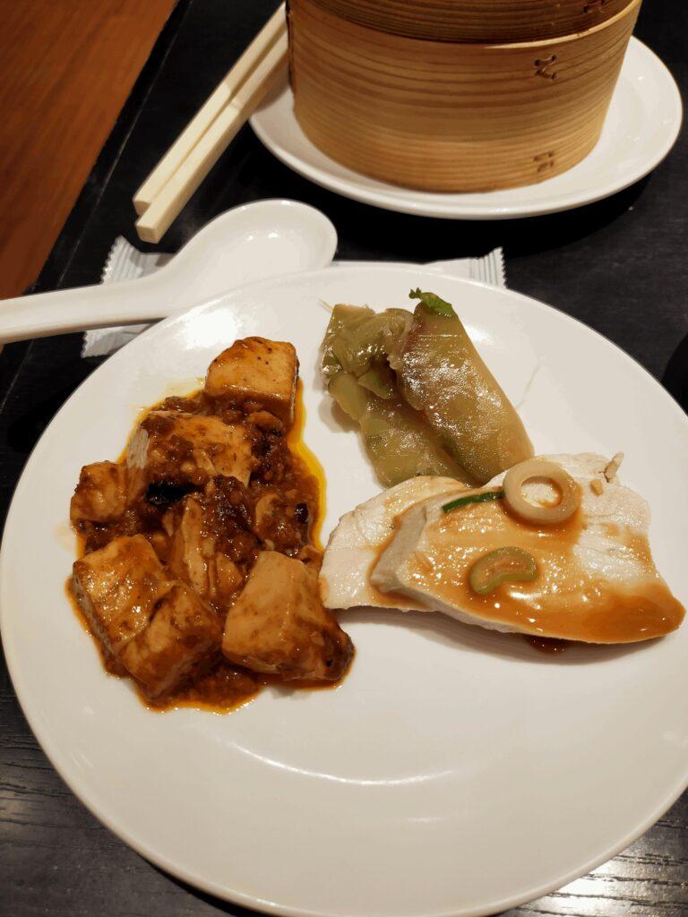 香港蒸龍-蒸し鶏,麻婆豆腐,ザーサイ